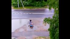 Под Смоленском потасовку в лужах сняли на видео