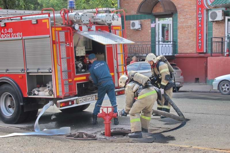 пожарные, автоцистерна, автолестница_2 (фото пресс-службы ГУ МЧС по Смоленской области)
