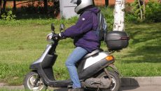 Под Смоленском пьяный пенсионер на скутере докатался до уголовного дела