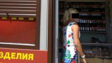 В Смоленске продавщица табачной лавки набросилась с кулаками на покупательницу