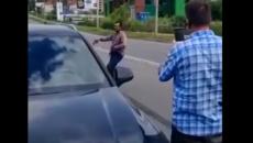 В Смоленске неадекватное поведение водителя «Газели» сняли на видео