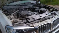 Под Смоленском на трассе М1 кроссовер BMW загорелся на ходу