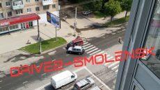В Смоленске авария с минивэном создала «пробку» на улице Нормандия-Неман