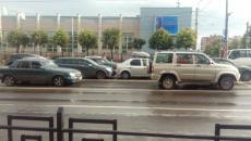 В Смоленске двойная авария застопорила движение на оживлённом перекрёстке