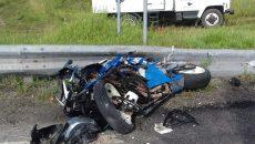 Под Смоленском мотоцикл и иномарка жёстко столкнулись на М1