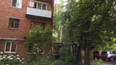 В Смоленске дети устроили «гейзер» во дворе жилого дома