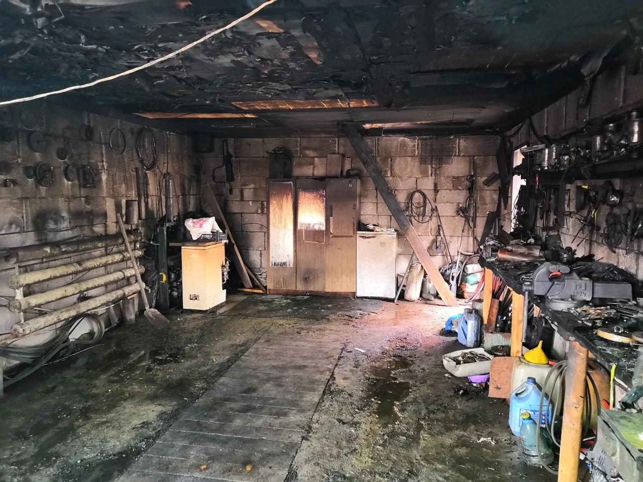 Под Смоленском курящий водитель воспламенился в собственном гараже