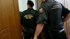 Судебные приставы арестовали гостиницу и элитный внедорожник смоленского бизнесмена