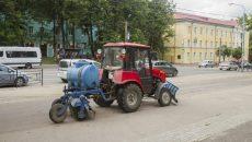 В Смоленске малогабаритная техника вышла на уборку тротуаров