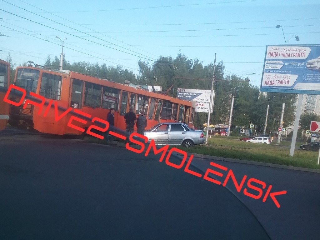 ДТП 23.08.2019, Lada Priora, трамвай, поворотное кольцо, улица Рыленкова, проспект Строителей