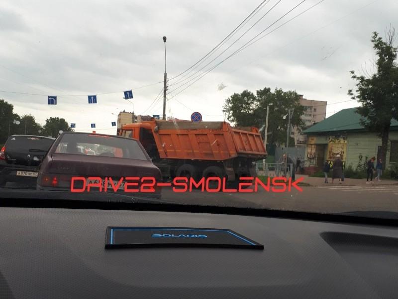 ДТП 8.08.2019 улица Крупской, КамАЗ, Renault Sandero_2