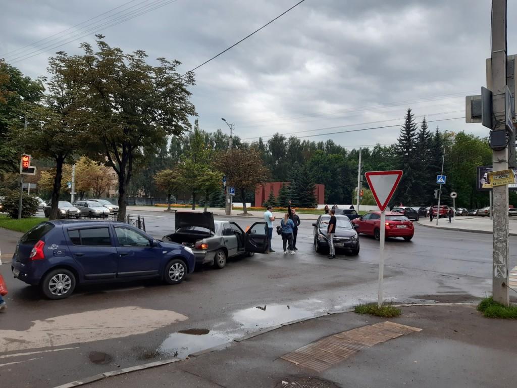 В Смоленске не поделили дорогу автомобили
