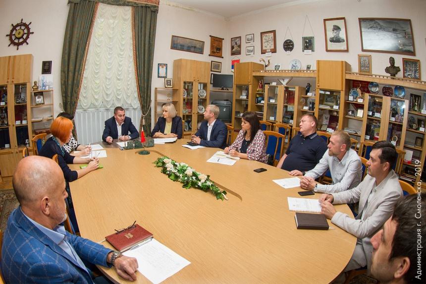 В Смоленске подрядчики оправдались за задержку с ремонтом дорог и дворов