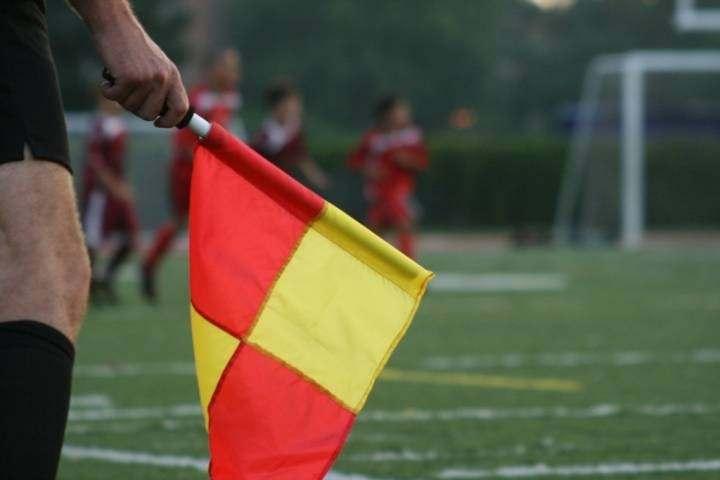 Смоленский футбольный арбитр оказался в центре скандала
