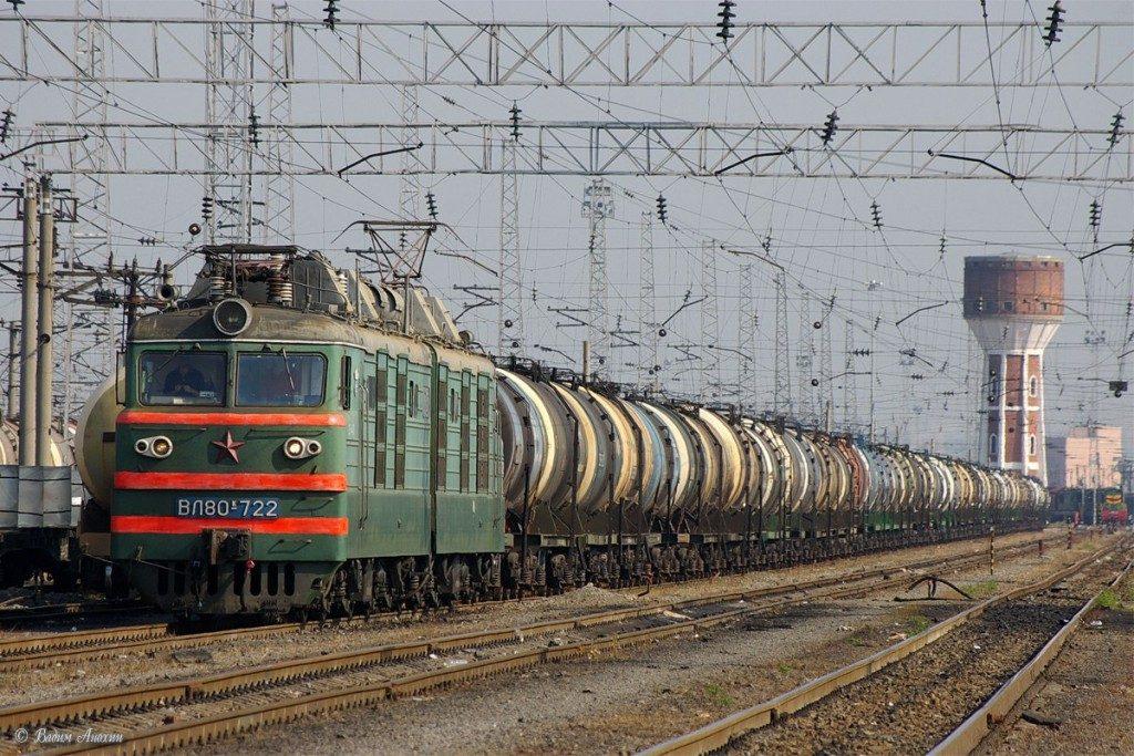грузовой поезд