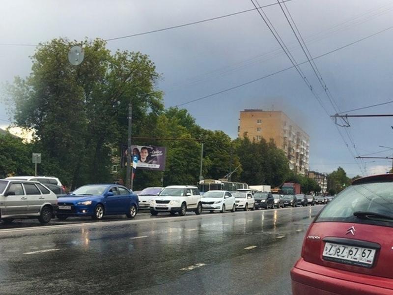 обрыв контактного провода троллейбуса 9.08.2019, улица Кирова, затор (фото vk.com smolensk_transport)