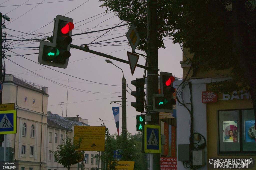 перекрёсток Гагарина-Николаева, светофор, поворот налево, пешеходный переход