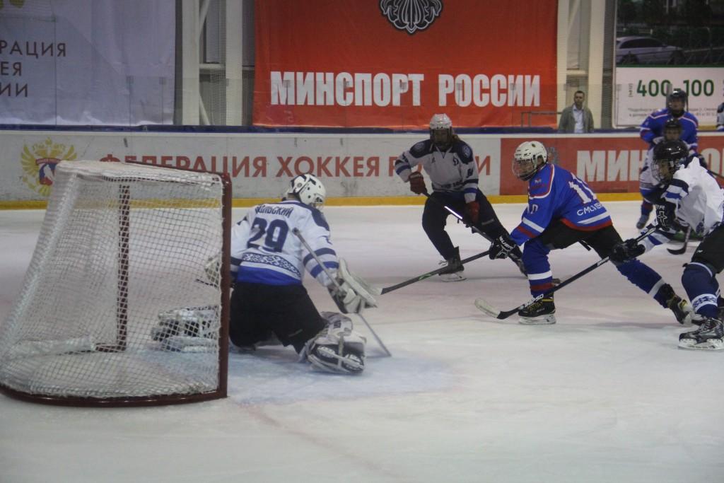 В Смоленске стартовал международный хоккейный турнир памяти Александра Степанова