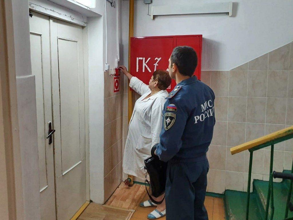 Рославльский противотуберкулезный диспансер, эвакуация_2 (фото пресс-службы ГУ МЧС по Смоленской области)