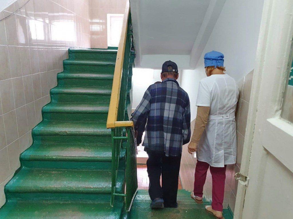 Рославльский противотуберкулезный диспансер, эвакуация_3 (фото пресс-службы ГУ МЧС по Смоленской области)