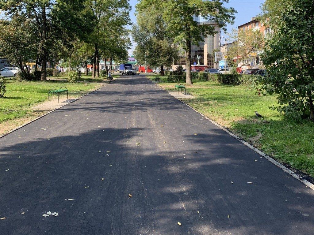 благоустроенный сквер, улица Ломоносова, поликлиника №2_1 (фото vk.com official_smolensk)