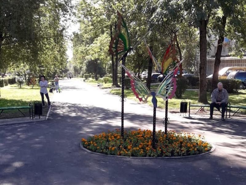 В Смоленске благоустроили сквер возле поликлиники