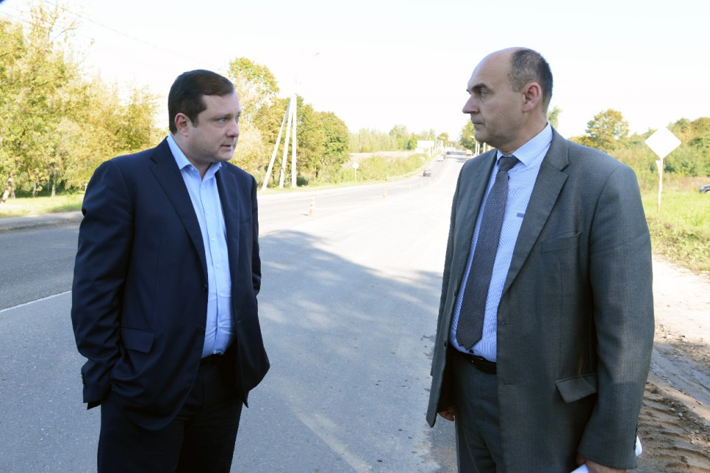 Алексей Островский потребовал завершать ремонт дорог до 1 октября