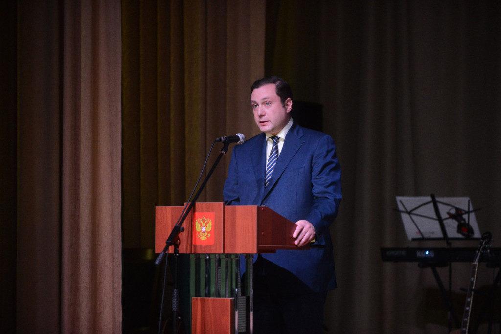 Алексей Островский поздравил смолян с Днём машиностроителя