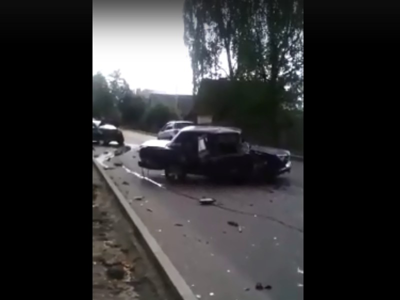 место ДТП на улице Кронштадской в Вязьме (кадр видео vk.com public135810892)