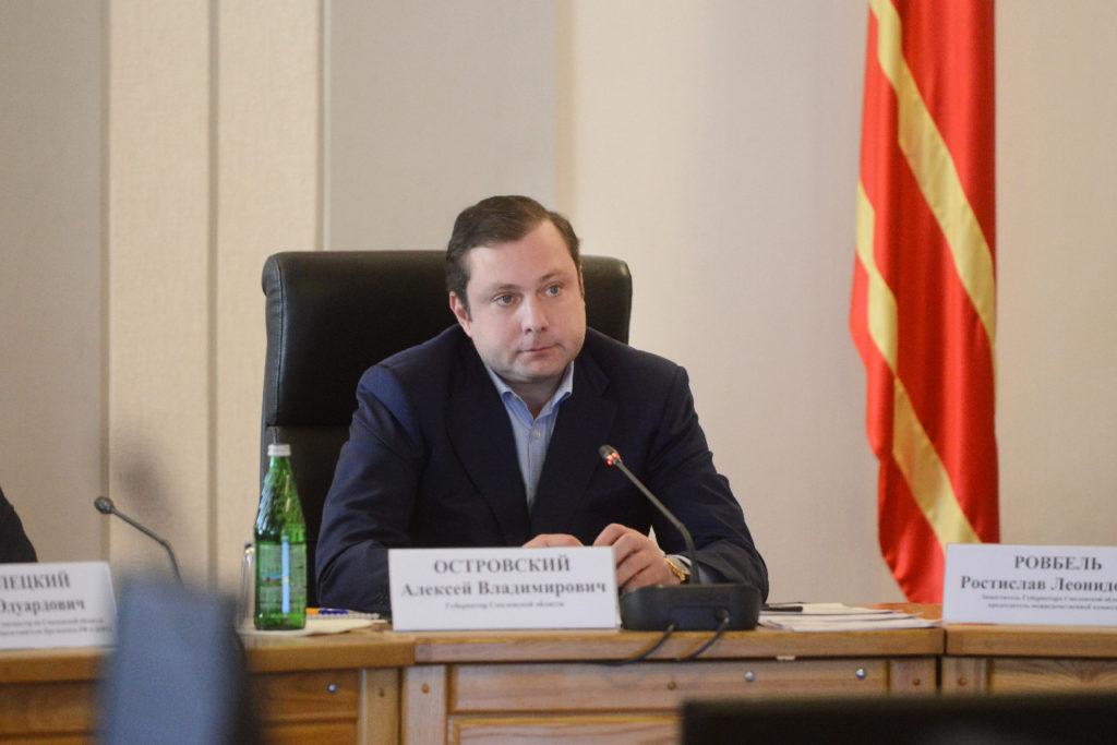 Алексей Островский взял на особый контроль ситуацию с долгами по зарплате в Смоленской области