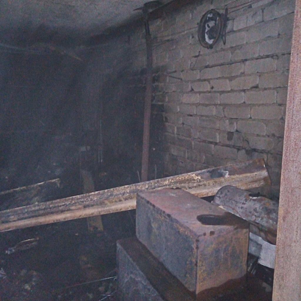 пожар 18.09.2019, Рославль, гараж, газовый баллон_2 (фото 67.mchs.gov.ru)