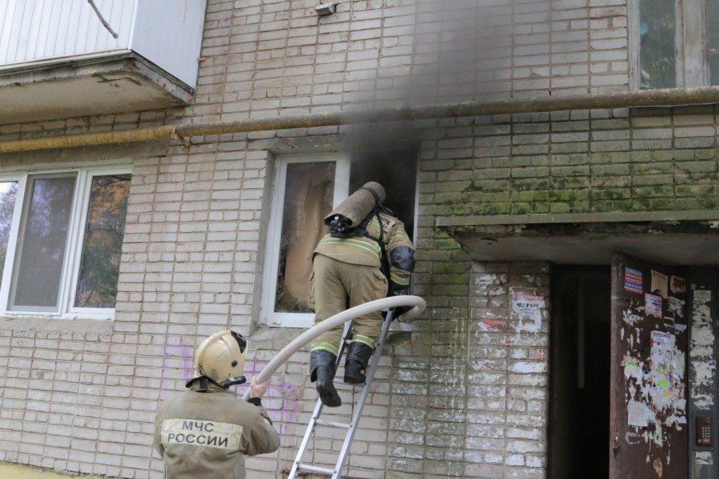 пожар 25.09.2019, улица Памфилова_3 (фото 67.mchs.gov.ru)