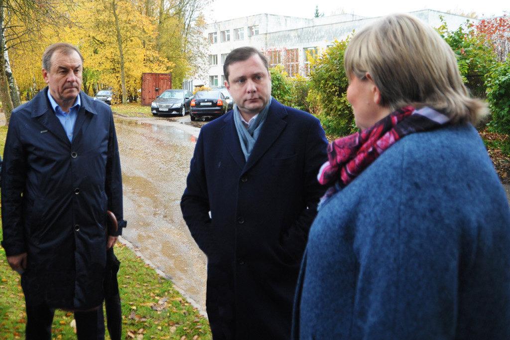 Алексей Островский оценил состояние новой спортивной площадки в Пригорском
