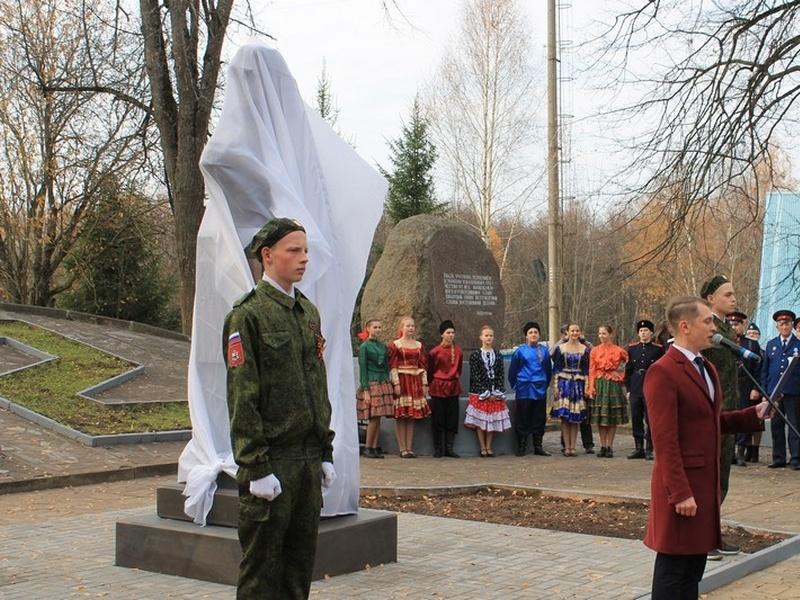 открытие бюста Матвею Платову в Ярцеве_1 (фото smolensk.er.ru)