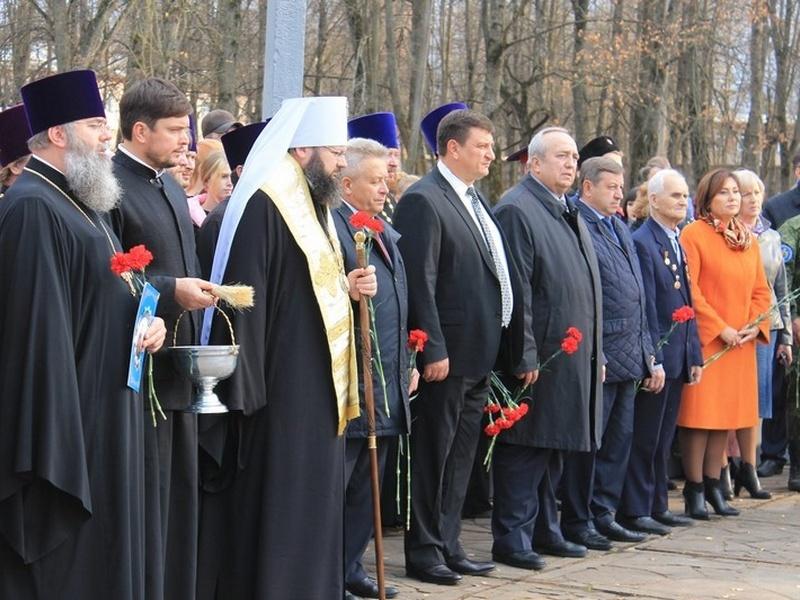 открытие бюста Матвею Платову в Ярцеве_2 (фото smolensk.er.ru)
