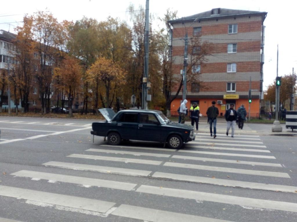 В Смоленске водитель ВАЗа сбил мужчину на улице Кирова