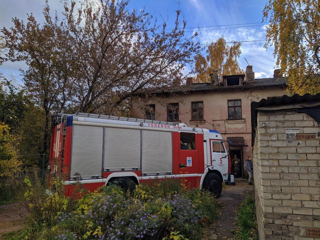 pozhar-5.06.2019-ulicza-chernyahovskogo_4-foto-press-sluzhby-gu-mchs-rf-po-smolenskoj-oblasti