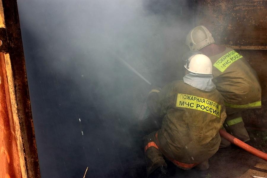 пожар в гараже 12.10.2019, Ивашково, Mitsubishi Lancer (фото пресс-службы ГУ МЧС по Смоленской области)