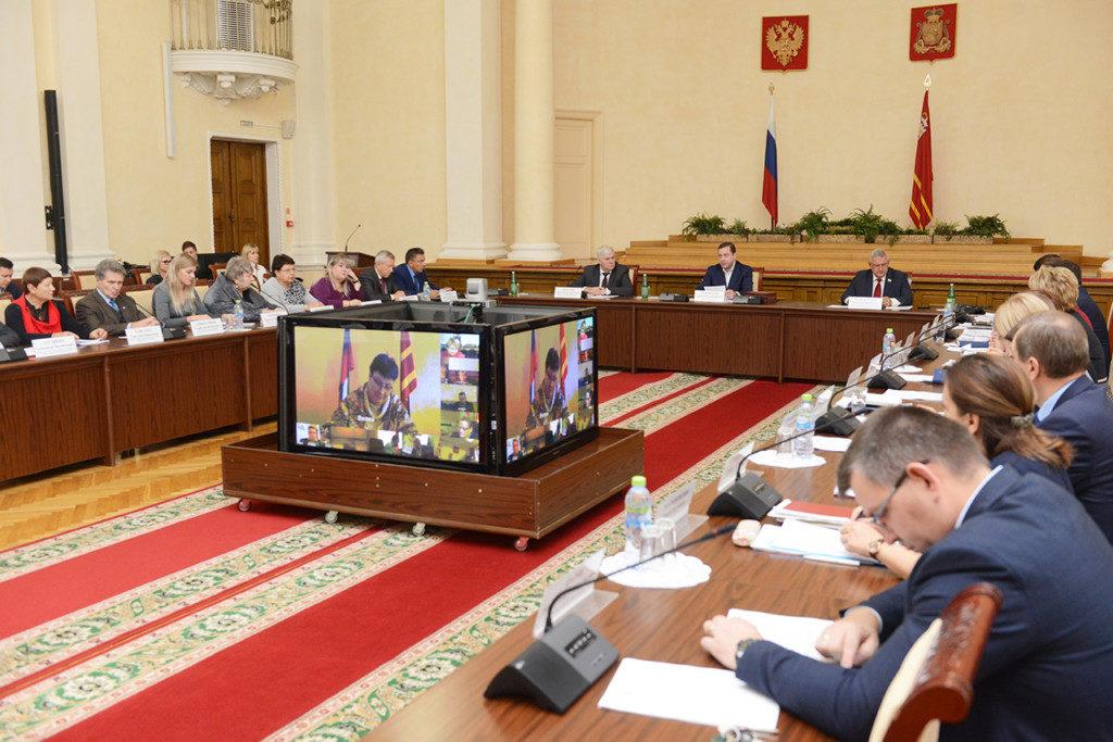 Алексей Островский провел заседание областной трехсторонней комиссии по регулированию социально-трудовых отношений