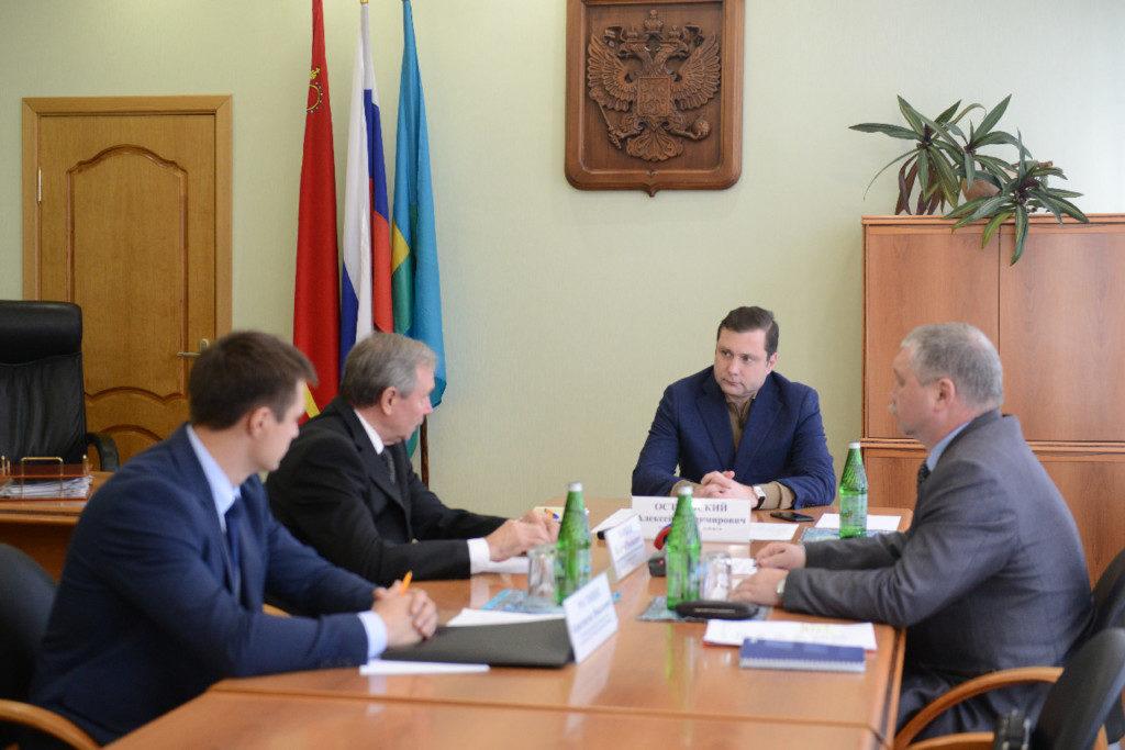 Валерий Новиков, Алексей Островский, совещание по обеспечению качественной питьевой водой населения Рославля (фото admin-smolensk.ru)