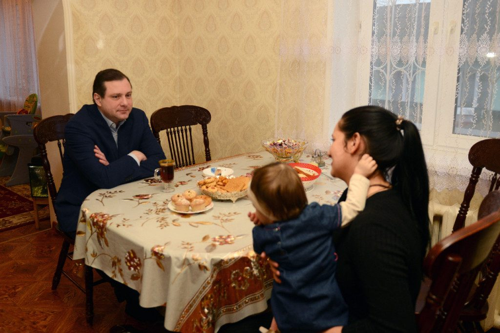 Алексей Островский, Виктория Филенкова, её дочь Амина (фото admin-smolensk.ru)