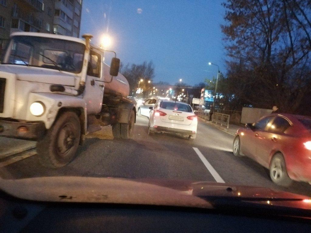 В Смоленске ДТП заметно затруднили движение транспорта