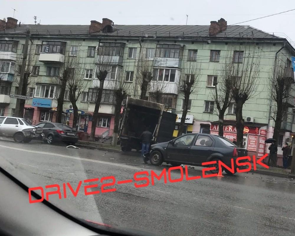 ДТП 17.12.2019, улица Николаева, Газель, Logan, Priora_1