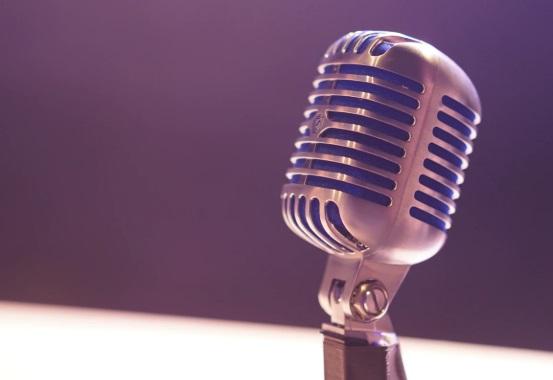 mikrofon-foto-unsplash.com_-1