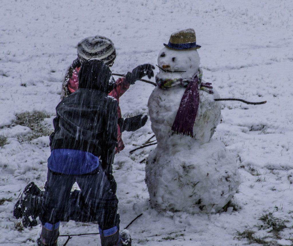 мокрый снег, снегопад, снеговик, дети, зима