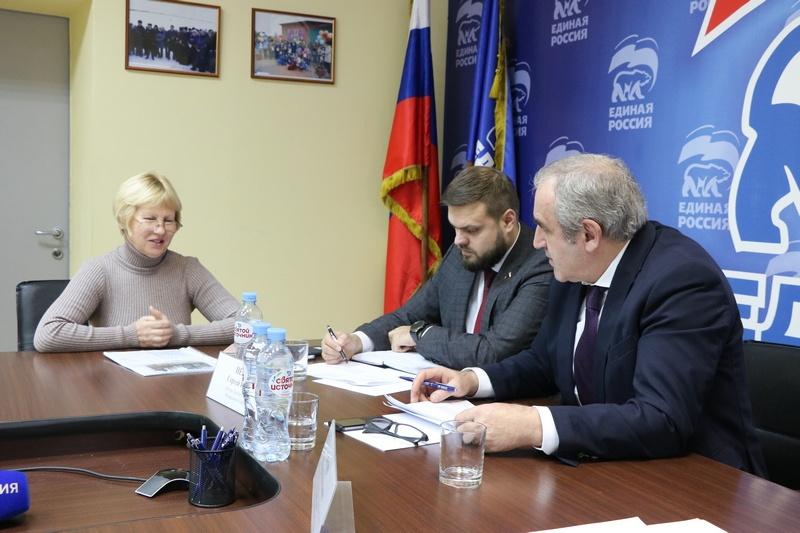 Сергей Неверов добился возмещения надбавки для смолян на селе