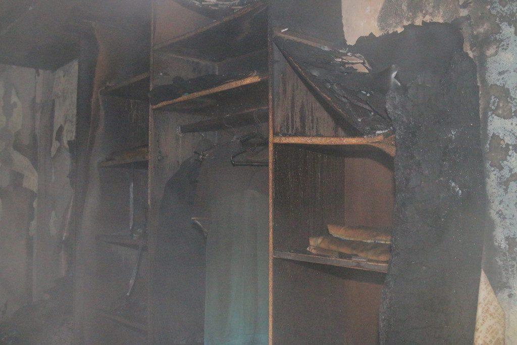 пожар 12.12.2019, улица Соколовского, квартира, эвакуация_3 (фото пресс-службы ГУ МЧС по Смоленской области)