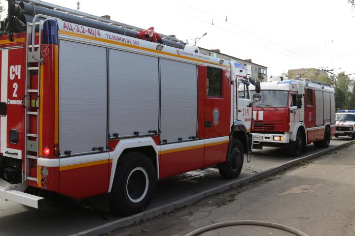 пожарные машины (фото пресс-службы ГУ МЧС по Смоленской области)