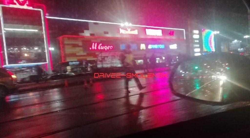 В Смоленске иномарка сбила пешехода возле торгового центра