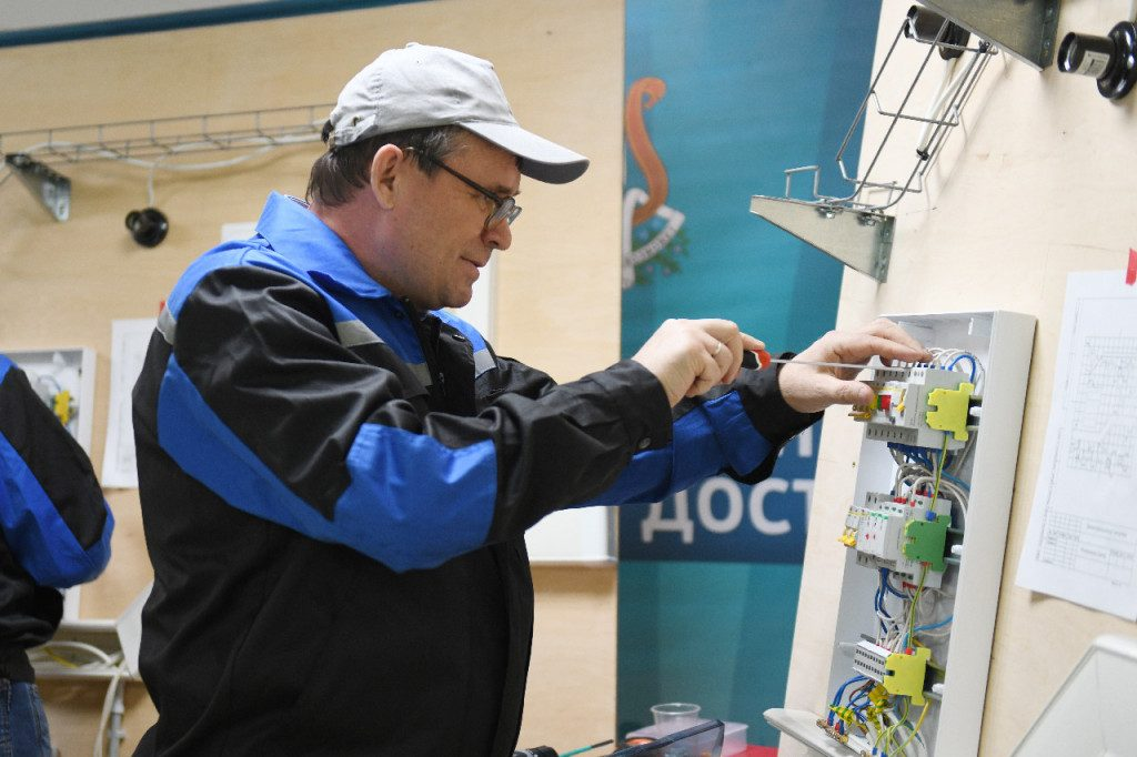 elektrik-predpensioner-worldskills-russia-regionalnyj-setevoj-resursnyj-czentr-professionalnoj-orientaczii-i-zhiznennoj-navigaczii-foto-admin-smolensk